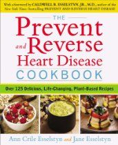 The Prevent and Reverse Heart Disease Cookbook: Over 125 Delicious, Life-Changing, Plant-Based Recipes.              El recetario para prevenir y revertir enfermedades de corazón : más de 125 recetas deliciosas a base de alimentos de origen vegetal.