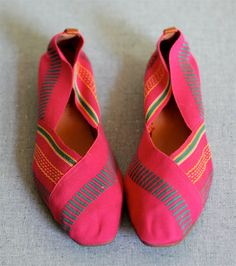 Vintage 80s WOVEN ETHNIC Shoes 7 by SpunSugarVintage on Etsy