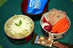 Spaghetti mit Spargelpesto, Radischen, Karotten, Instant-Tomatensuppe, Kräuterbaguette.
