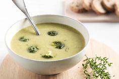 Hoe laat je kinderen brocolli eten? Met deze overheerlijke zachte soep! Boordevol vitaminen en bovendien erg lekker. Serveer met een lekker toastje.