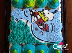 Snoopy Cupcake Cake - Cristel Baling Smiles pedidos@cristel.mx