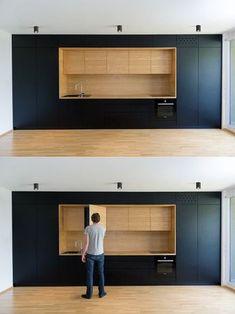 Noir et bois utilisés ici sont entièrement minimaliste, avec chaque article de cuisine caché précieusement dans les armoires encastrées.