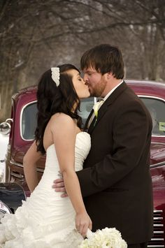 Midwest Engagement and Wedding Photographer. Traveling wedding photographer.  Vintage Car