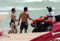 New Pic!! Henry Cavill e Ben em Miami Beach na Flórida, no sábado dia 27 de Agosto!! #Superman #AlwaysHenryCavillBrasil (By http://INFphoto.com)
