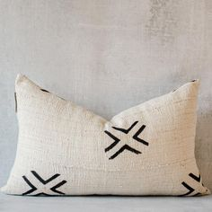 This is an earthy handwoven textile, combined with an African geo print, with an end result of a bold boho accent and vintage vibe. Its design and pattern go great with any neutral-colored couch or bed while adding a decorative touch that never gets old or goes out of style. #decor #inspiration #homedecor #pillowcovers #housedecorationsideas Lumbar Throw Pillow, Throw Pillow Covers, Throw Pillows, Pillow Cover Design, Boho Pillows, Getting Old, Pillow Inserts, Decorative Pillows, Hand Weaving