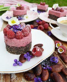 Käferbohnenschnitte verfeinert mit Himbeeren.  #Rezept #Käferbohne #Kuchen #Thermenland #Steiermark Acai Bowl, Creme, Panna Cotta, Cheesecake, Sweets, Breakfast, Ethnic Recipes, Desserts, Food