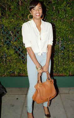 Letoya wore an off white blouse, light denim skinny jeans