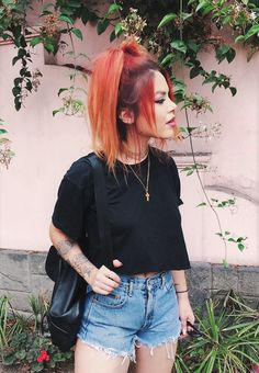 Cool Outfit ideas for March Chain necklace with black crop top & denim shorts by Side-chain, side chain, or sidechain may refer to: Grunge Look, 90s Grunge, Grunge Outfits, Grunge Style, Soft Grunge, Estilo Grunge, Edgy Outfits, Grunge Fashion, Pretty Outfits