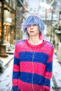 Snowy Harajuku Street Style w/ Blue-Pink Hair, Nincompoop Capacity Sweater, Levi's & Dr. Japanese Street Fashion, Tokyo Fashion, Harajuku Fashion, Fashion 101, Fashion Outfits, Harajuku Style, Boys Blue Hair, Blue And Pink Hair, Cute Japanese Guys