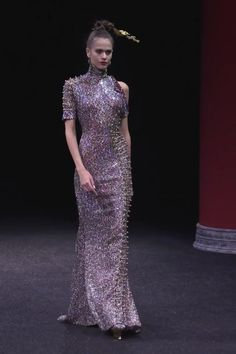 Uniq Embellished Asymmetric Mermaid Evening Dress / Evening Gown with High Neckline One Short Sleeve and small Train. Runway Show by Guo Pei Style Couture, Couture Week, Couture Fashion, Runway Fashion, Elie Saab Couture, Haute Couture Dresses, Ball Gown Dresses, Event Dresses, Mermaid Evening Dresses