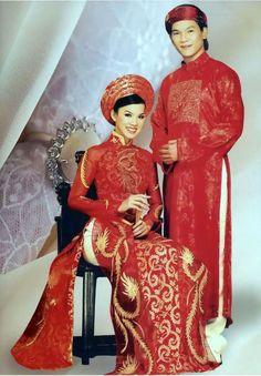 TRADITIONAL VIETNAMESE WEDDING DRESS   The Dress Shop.         ///////.     Vietnamese/English wedding invitation @ www.ThiepCuoiCali.com.        ///////////.