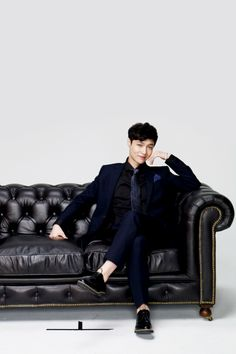 This photoshoot,with exo taking pictures on this dam couch should be illegal!