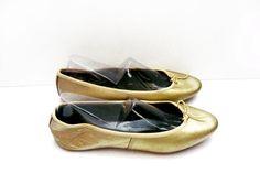 Ballerines dorées en cuir synthétique, chaussures pour femme . Marque PRINTEMPS . Taille fr 36.5 / us 5.5 / uk 4 . Vintage Années 70