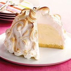 Recipes for Baked alaska that you will be love it. Choose from hundreds of Baked alaska recipes! Köstliche Desserts, Frozen Desserts, Delicious Desserts, Dessert Recipes, Wine Recipes, Baking Recipes, Cookbook Recipes, Baked Alaska Recipe, Gastronomia