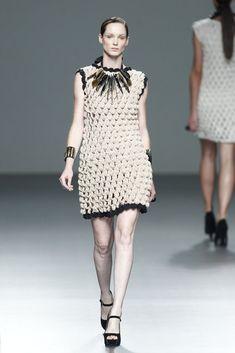 Meche Correa: Spring Summer 2014. http://cdn.vogue.es/uploads/images/thumbs/201338/meche_correa_detalles_106798784_683x.jpg      ♪ ♪ ... #inspiration_crochet #diy GB http://www.pinterest.com/gigibrazil/boards/