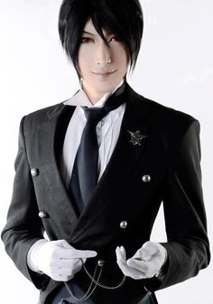 Sebastian Michaelis - Kuroshitsuji OMG this is the best Sebastian cosplay I have ever seen!< fan-girling to the max! Cosplay Anime, Epic Cosplay, Amazing Cosplay, Cosplay Outfits, Cosplay Costumes, Cosplay Boy, Halloween Cosplay, Tekken Cosplay, Cosplay Style