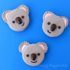 Oh, such adorable koala oreo cookies! An excellent idea for your next themed party. Using candy melts and candy clay – these koala oreo cookies are lovely and tasty – just too cute to eat them! Bear Cookies, Oreo Cookies, Cupcake Cookies, Oreo Treats, Oreo Desserts, Yummy Cookies, Plated Desserts, Oreo Pops, Cakepops