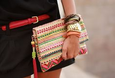 ohh me like it haha I need to make me a clutch like it (vivid colors in a bag!)
