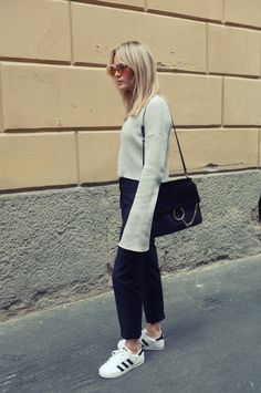 Brooke Testoni pairs an extra long sleeved top... - Street Style