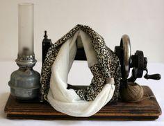 http://www.alittlemarket.com/echarpe-foulard-cravate/fr_snood_double_pluie_de_pois_par_violette_et_grenadine_-16496846.html