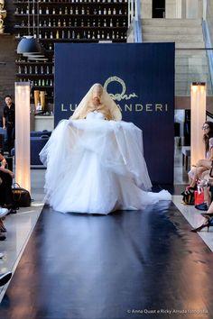 O estilista libanês Lucas Anderi desfilou sua coleção Brazilian Bride na última edição do Salão Casamoda Noivas. Confira tudo o que rolou: www.bemmequercasar.com.br