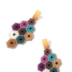 No hay descripción de la foto disponible. Bead Jewellery, Seed Bead Jewelry, Seed Bead Earrings, Beaded Earrings, Bead Loom Patterns, Beaded Jewelry Patterns, Beading Patterns, Brick Stitch Earrings, Earring Tutorial