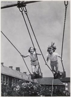 vintage everyday: 28 Interesting Vintage Photos Show People Playing Swing in the. vintage everyday: 28 Interesting Vintage Photos Show People Playing Swing in the Past Photo Vintage, Vintage Photos, Back In Time, Back In The Day, Sweet Memories, Childhood Memories, 1970s Childhood, Childhood Games, Childhood Photos