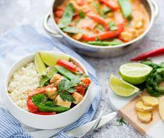 Rode curry met kip en bloemkoolrijst Healthy Drinks, Healthy Eating, Healthy Recipes, Healthy Food, A Food, Good Food, Yummy Food, Caprese Salad, Fresh Rolls
