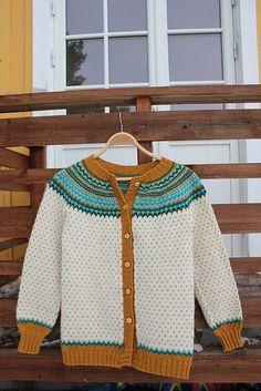Ravelry: Project Gallery for Damejakka Loppa / Flea – a lady's cardigan pattern by Pinneguri Cardigan Pattern, Fleas, Ravelry, Craft Ideas, Knitting, Crochet, People, Sweaters, Fashion