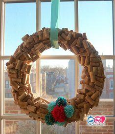 Make Wine Cork Christmas Trees Cork-Wreath. Wine Cork Projects, Diy Projects Cans, Wine Cork Crafts, Cork Christmas Trees, Christmas Wreaths, Christmas Crafts, Modern Christmas, Xmas, Decor Crafts