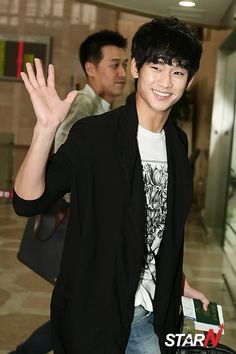 [July 4th 2012] Kim Soo Hyun (김수현) at Gimpo Airport Heading to Japan to Promote The Moon That Embraces The Sun (해를 품은 달) #21 #KimSooHyun #SooHyun #TheMoonThatEmbracesTheSun