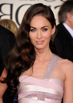 Hair Styles For Teens Irresistible! Wavy Evening Glamor – Long Wavy Hairstyle by Megan Fox! Cute Hairstyles For Teens, Teen Hairstyles, Celebrity Hairstyles, Hollywood Glamour, Megan Fox Hair, One Length Hair, Natural Hair Styles, Short Hair Styles, Celebrity Short Hair