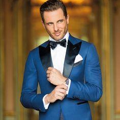 Lo Smoking nasce come abito da sera per eccellenza. E' entrato nel guardaroba dello sposo grazie a tonalità innovative e linee slim. Scopri tutte le versioni dello smoking su sartoriarossi.it #sartoriarossi #sartoriarossisposo #smoking #groom #tuxedo
