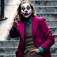 Todd Philips and Joaquin Phoenix deliver a psychological thriller and all time origin to the Joker Art Du Joker, Der Joker, Joker Dc, Joker And Harley Quinn, Gotham Batman, Cosplay Joker, Joker Costume, Photos Joker, Joker Images