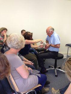 Gynaecoloog Rob geeft In Vivo training aan verloskundigen. #TSafe #Koperspiraal