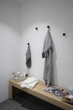 Bathroom Bench, Bathroom Toilets, Bathrooms, Home Spa, Scandinavian Home, Dressing Room, Bathroom Inspiration, Floating Nightstand, Sweet Home