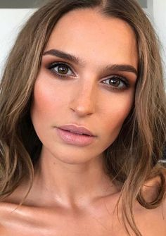 Pretty, natural makeup