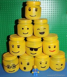 Lego Storage Jars: The best way to store all those little Lego pieces? In these adorable storage containers made from upcycled baby food jars. Kids will love drawing on the funny faces with Sharpies. Source: ObSUESSed