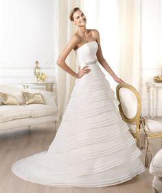 Pronovias presents the Lassam wedding dress. Glamour 2014.   Pronovias