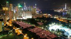 Hong Kong se transformó en un mar de velas, en torno a las cuales se congregaron miles de personas para recordar la represión de 1989 en la plaza Tiananmen de Pekín