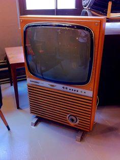 vintage Phillips tv Vintage Television, Television Set, Living Room Speakers, Retro Tv Stand, Old Technology, Tv Sets, Old Cameras, Vintage Tv, Old Tv
