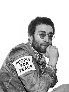 1970 photo of John Lennon. He inspired world peace. John Lennon taught us to stand up for what we believe in and dream big. He took a very active role in trying to persuade people to protest against the Vietnam War Ringo Starr, George Harrison, Paul Mccartney, John Lennon, Yoko Ono, The Beatles, Rock And Roll, Photo Star, Hippie Man