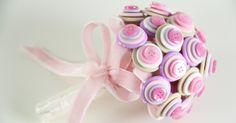 Buquês feitos de pirulitos ou marshmallow são os preferidos das daminhas de honra - Casamento - UOL Mulher
