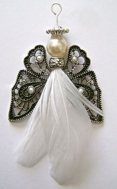 feathered angel ornaments — Domestic-Diva Inge Nordlohne ingenordlohne Engel step 7 - Apply glue to the top front of the feather. Cut off all but of the quill from a second feather. Push the quill into the spacer and press the two feathers to Diy Angels, Beaded Angels, Handmade Angels, Crochet Angels, Angel Crafts, Christmas Projects, Holiday Crafts, July Crafts, Beaded Ornaments
