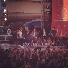 Hey look! It's two of my favorite things! One Direction and Ellen :D