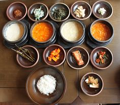 Zenkimchi's 10 day food guide to Seoul. Good though a few bizarre choices and some (like fish market) are decidedly average.