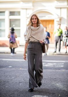 Lauren Santo Domingo wearing knit grey pants is seen outside JW Anderson during London Fashion Week September 2018 on September 15 2018 in London. Street Style Trends, Street Style 2017, Street Style Outfits, Autumn Street Style, Fashion Outfits, London Fashion Weeks, London Stil, Streetwear, Style Classique