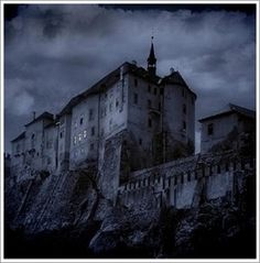Cradle of Filth - Malice Through The Looking Glass Sub Esp-Ing Cradle Of Filth, Anna, Dark Eyes, Through The Looking Glass, Abandoned Buildings, Medieval, Gothic, Castle, Louvre