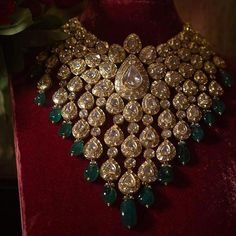 Marvelous heritage bridal necklace crafted in gold, uncut diamonds & emeralds Kundan Jewellery Set, Indian Jewelry Sets, Indian Wedding Jewelry, Royal Jewelry, Gold Jewelry, Diamond Jewellery, Gold Necklaces, Antique Jewelry, Bridal Jewellery Inspiration