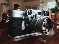 The Leica M3 has par